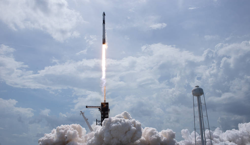 Space X / NASA crew launch, MSN Artificial Intelligence, Neon and Lightbox merge, Withings Move ECG